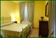 Umbria - Villa Collepera: twin / double bedroom